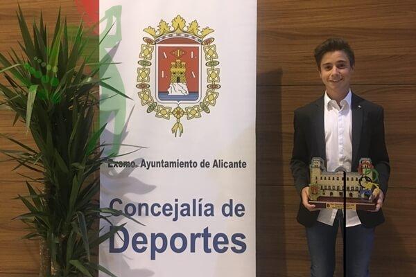 Tomy-Artigas-mejor-jugador-Alicante-2016-600